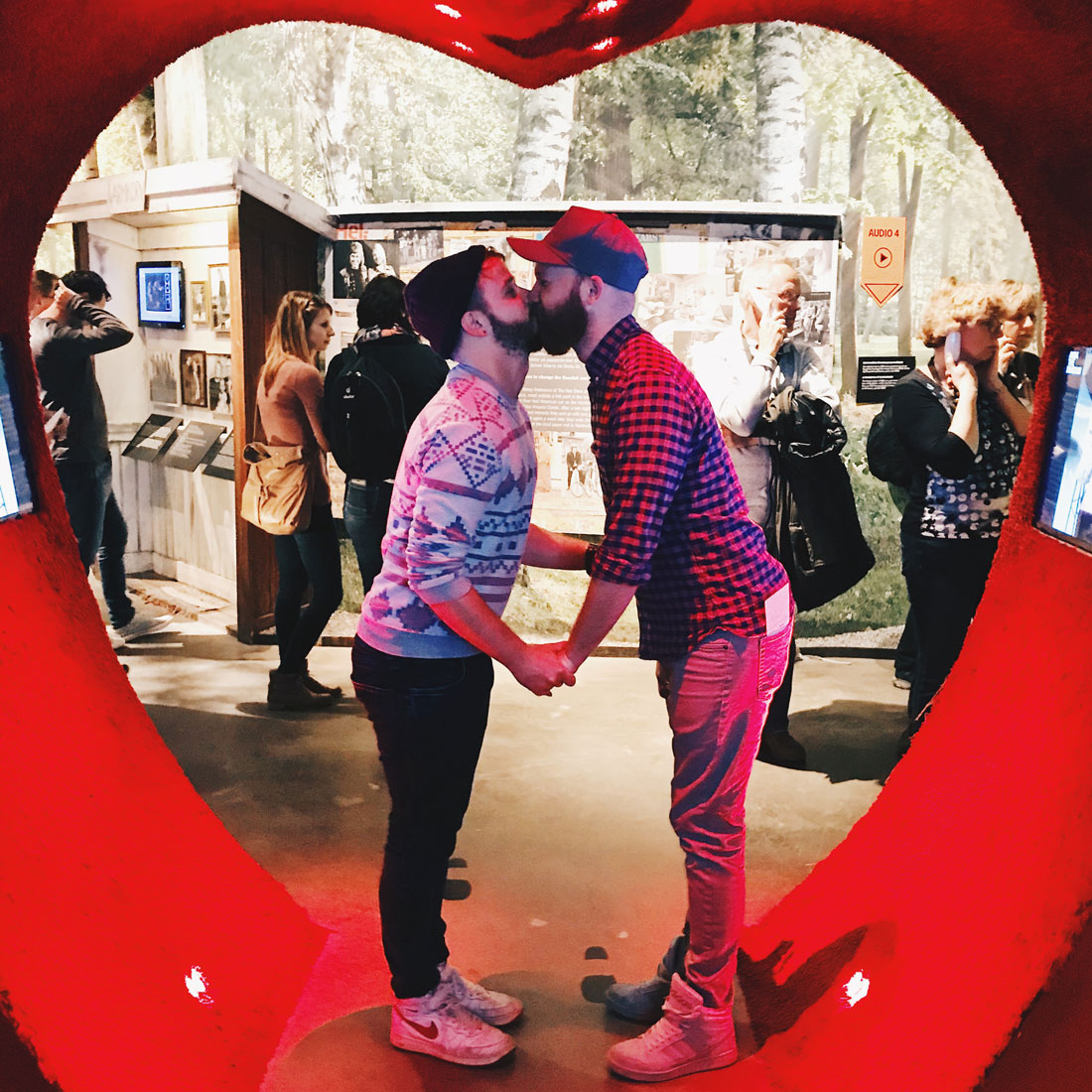Kiss of Love at ABBA Museum   Gay Travel Tips for EuroPride 2018 Stockholm © Coupleofmen.com
