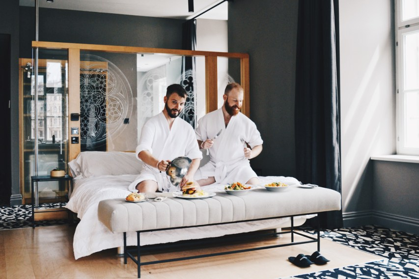 Gay Wien Designhotel Le Méridien Fantastic Room Service for a comfy day in bed | Gay-friendly Design Hotel Le Méridien Vienna © Coupleofmen.com
