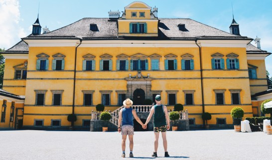Gay-friendly City Trip Salzburg Gay Städtetrip Salzburg We as Gay Travelers hand-in-hand in front of the Hellbrunn Palace | Travel Salzburg Gay Couple City Trip © coupleofmen.com