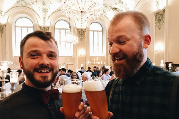Gay Städtetrip Salzburg Cheers on a music event at Mozart Dinner | Travel Salzburg Gay Couple City Trip © coupleofmen.com