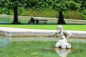 Gay Städtetrip Salzburg Sexy Fountain statue at Hellbrunn Palace | Travel Salzburg Gay Couple City Trip © coupleofmen.com