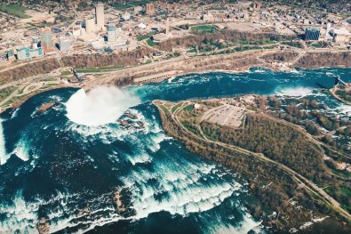 Stunning view of the Niagara Falls and Niagara River from the Helicopter | Must Do's Niagara Falls Canada © Coupleofmen.com