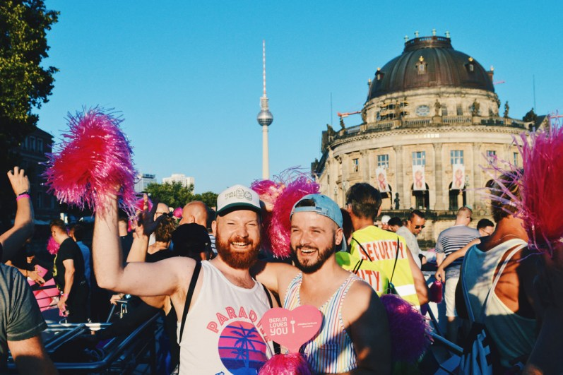 Celebrating love on the Pink Pillow river cruise boat during Canal Parade Berlin | CSD Berlin Gay Pride 2018 © Coupleofmen.com