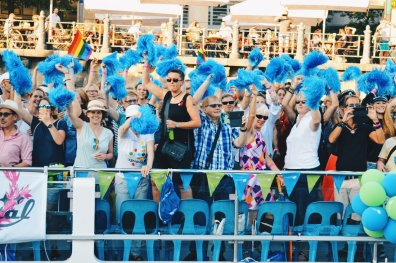 Every boat (total of 16 cruise ships) had its own colored pompoms | CSD Berlin Gay Pride 2018 © Coupleofmen.com