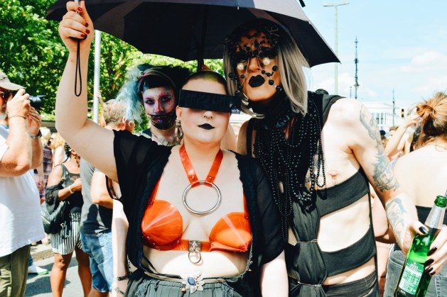 Live and Love how you want - Fetish demonstrators in latex, rubber and leather | CSD Berlin Gay Pride 2018 © Coupleofmen.com