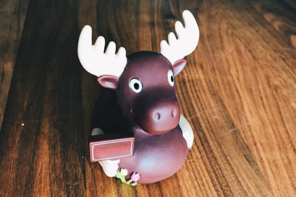 We love the cute little Scandic Elk | Scandic Berlin Kurfürstendamm gay-friendly Hotel © Coupleofmen.comWe love the cute little Scandic Elk | Scandic Berlin Kurfürstendamm gay-friendly Hotel © Coupleofmen.com