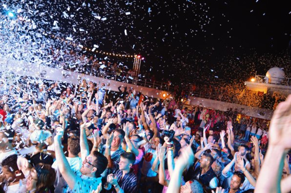 Confetti rain for the best party moments | Gay Cruise by Open Sea Cruises x Axel © Coupleofmen.com