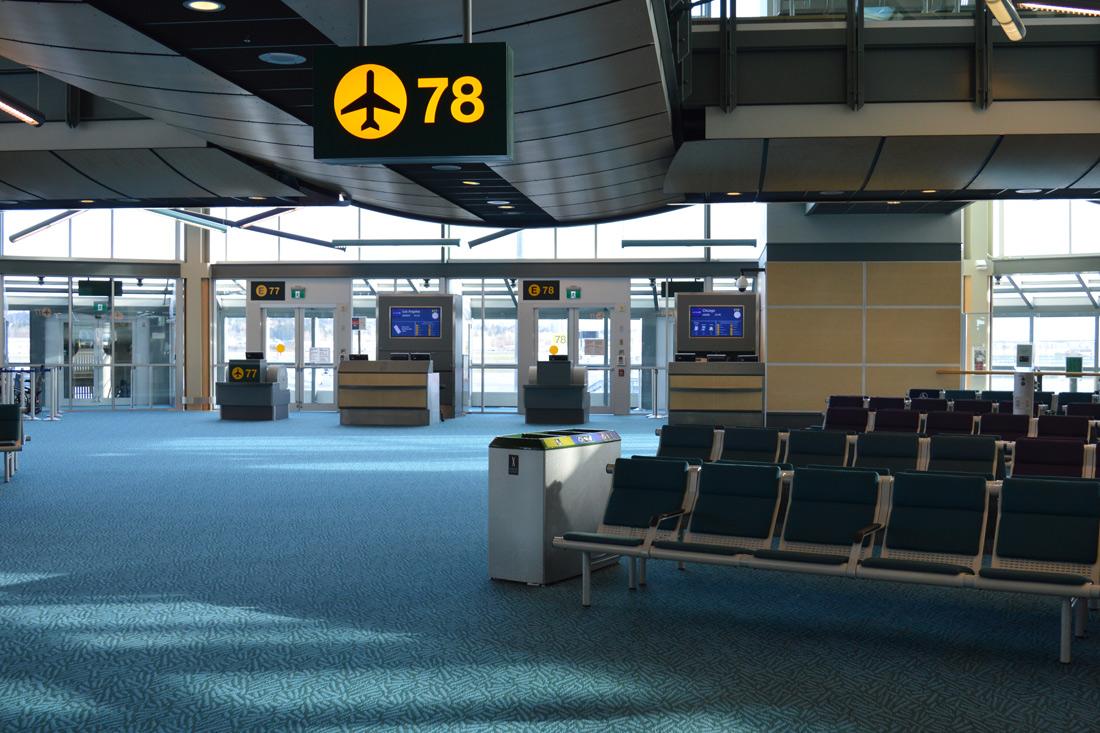 Zwischenlandung auf dem Seattle Airport | US Airlines Gender Neutral Buchungsoption © Coupleofmen.com