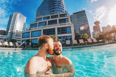 Whistler Pride Ski Festival Whistler Pride Gay Skiwoche A Gay Kiss in the Rooftop Pool of the Fairmont Waterfront after Whistler Pride and Ski Festival 2019 © Coupleofmen.com