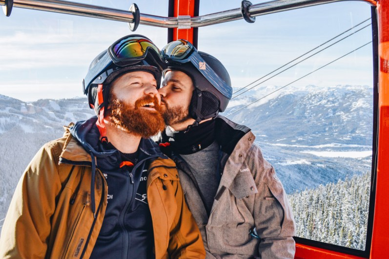 Whistler Pride Ski Festival Whistler Gay Ski Week Whistler Pride Gay Skiwoche A Gay Kiss in the Peak2Peak Gondola during Whistler Pride and Ski Festival 2019 © Coupleofmen.com