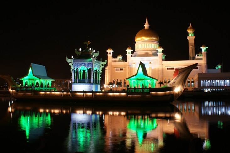 Brunei Todesstrafe Homosexuelle Omar Ali Saifuddien Mosque in Bandar Seri Begawan, Brunei © Foto: Coupleofmen.com/ Karl Krause