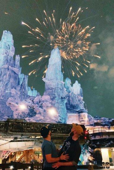 Disney-Star-Wars-Land-Galaxys-Edge-Disney-firework-Millennium-Falcon-Batuu