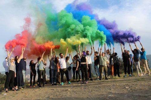 Schwulsein in Russland Gay Pride Rainbow Group of people LGBTQ+ activists Aktuelle Situation der LGBTQ+ in Georgien © Mikheil Meparishvili www.netgazeti.ge