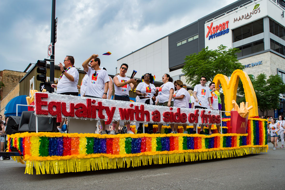 Chicago Gay City Tipps Hungry? Equality with a side of Fries - McDonalds at Chicago Pride Parade 2019 © Coupleofmen.com