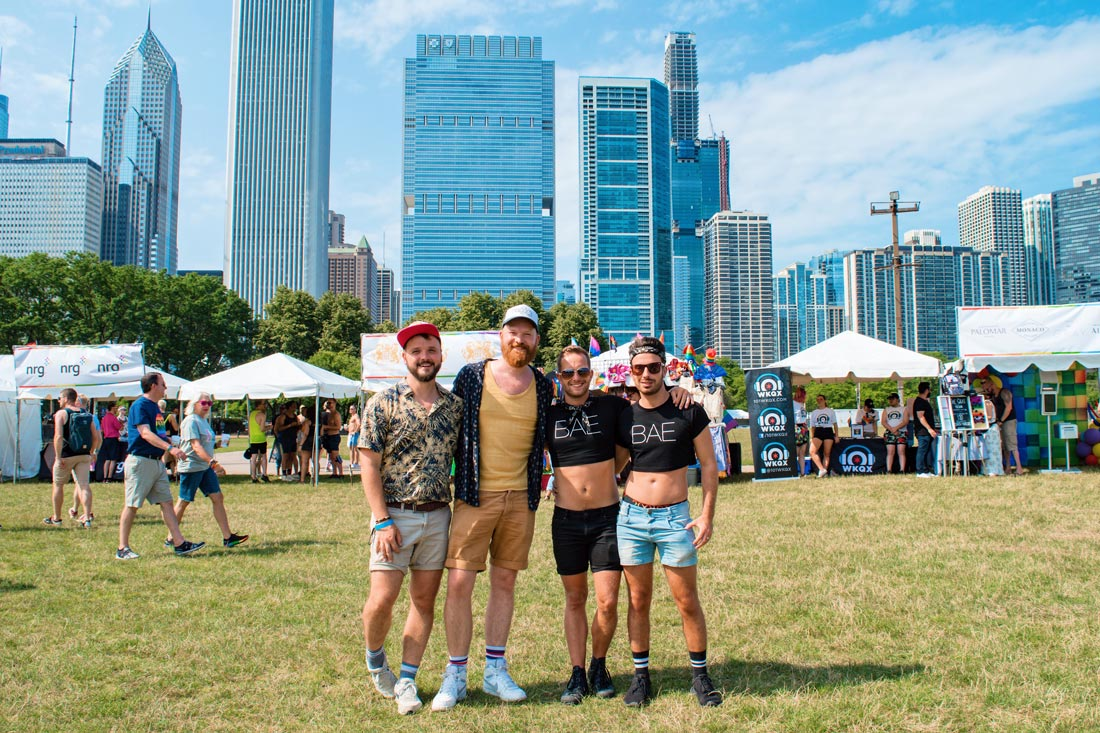 Gay Reiseführer Illinois Chicago Gay City Tipps Couple of Men meeting The Globetrotter Guys at Pride Park Festival 2019 © Coupleofmen.com
