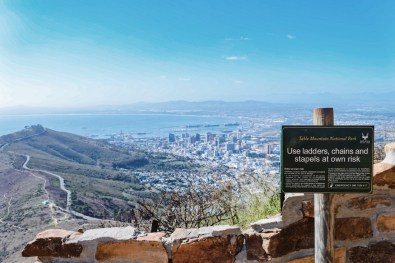 Information board along the trail with Signal Hill and Cape Town in the background © Coupleofmen.com