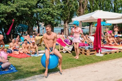 Pink Island Fun - Next edition of the Pink Lake Festival 2021 © Coupleofmen.com