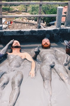 Gay Reise Cartagena With an optional massage in Colombian Volcano mud © Coupleofmen.com