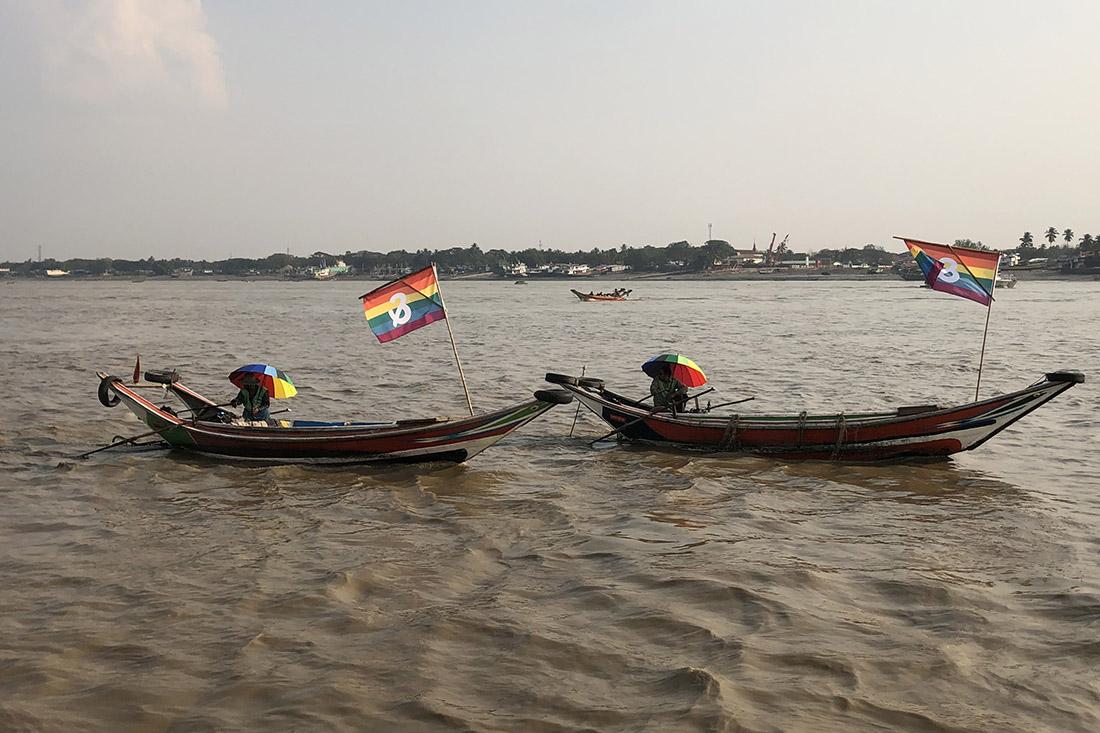 Schwul in Myanmar & Proud Regenbogenfahnen auf Booten © Violaine Beix, Colors Rainbow