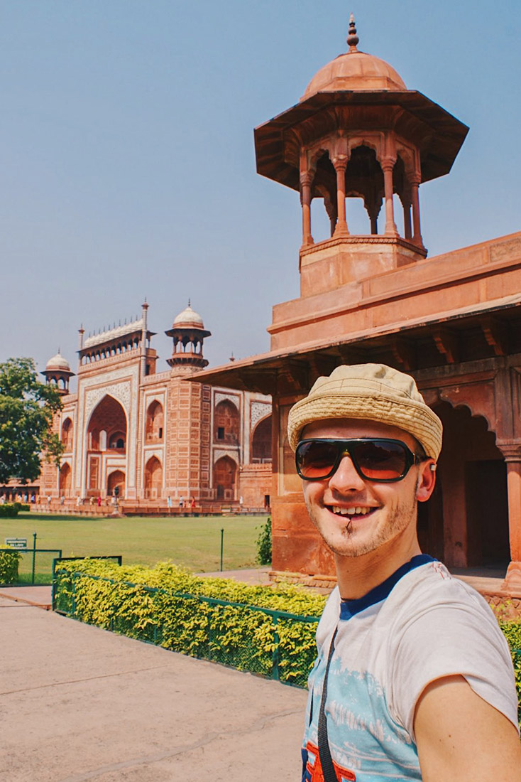 Gay Reise Indien Karl couldn't be more excited to finally see the Taj Mahal © Coupleofmen.com