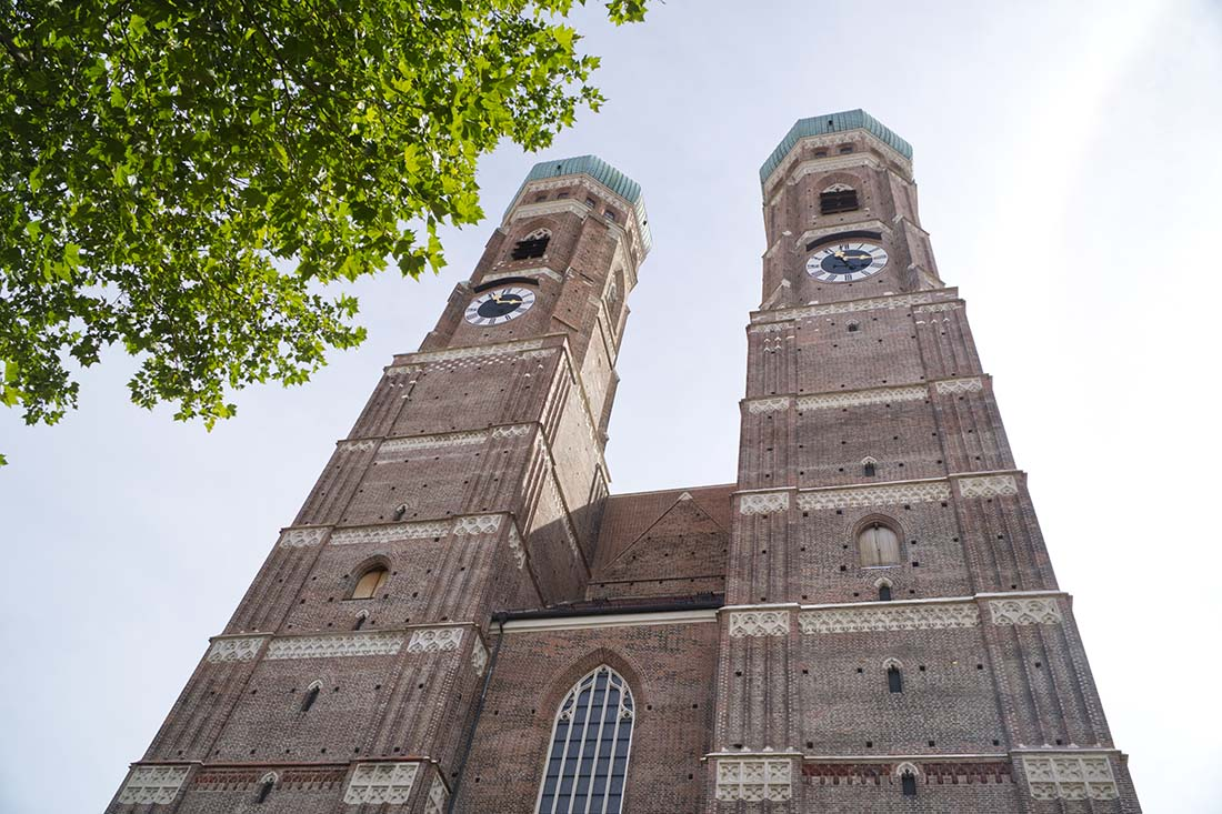 Famous front view after the restoration of the Cathedral of Our Dear Lady in Munich © Coupleofmen.com