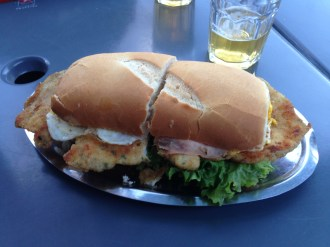 A completo Milanese sandwich, Argentina