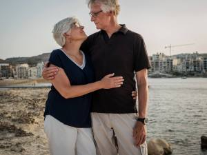 Photo of Loving Couple on Beach | Couples & Marriage Counseling | Dr. Timothy Barron | Cincinnati, OH 45226
