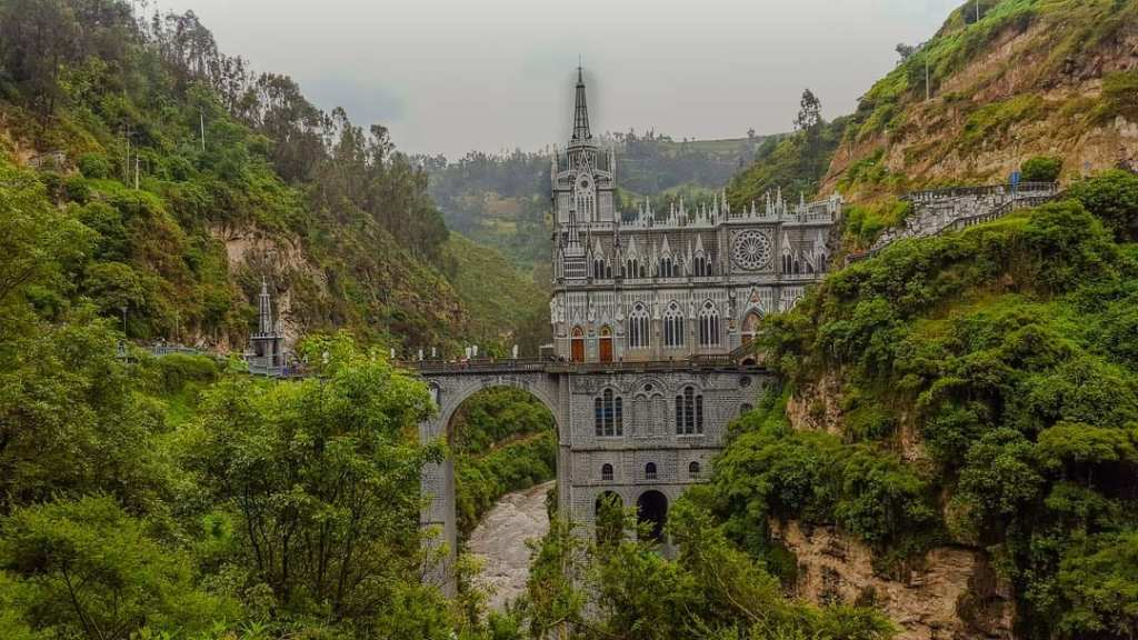 Las Lajas Sanctuary, Quito to Ipiales Bus, Ipiales Quito, Quito Tulcan Bus, Quito Medellin, Quito Bogota bus, how to get to las lajas sanctuary, Las Lajas Church