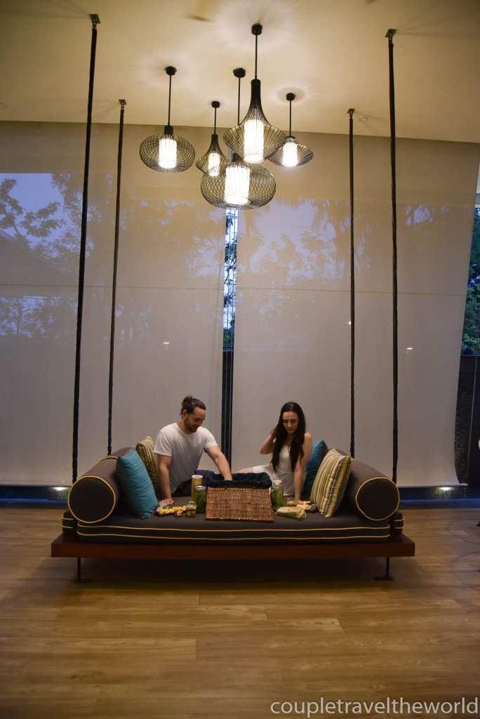 indoor-picnic-date