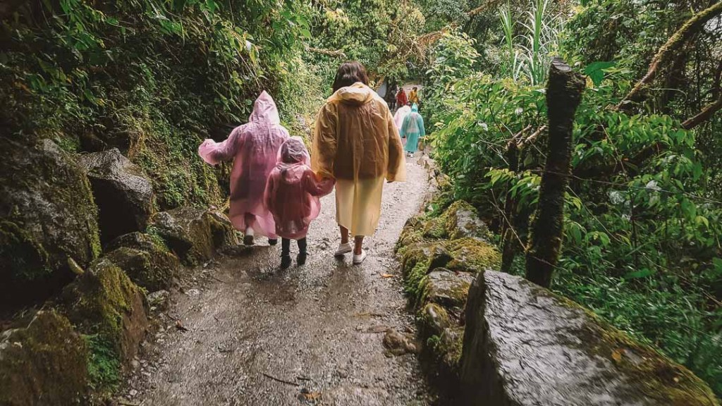 walk-to-devils-stairs-banos-ecuador