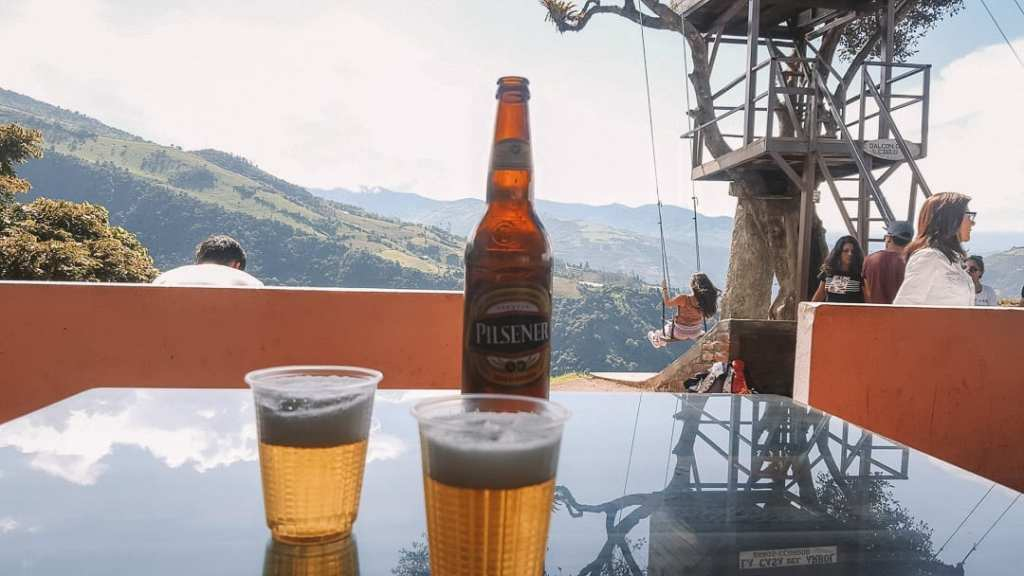 cerveza-with-view-of-la-casa-del-arbol-swing