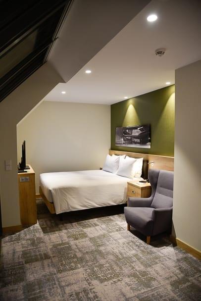 Hampton-by-Hilton-Gdansk-room.