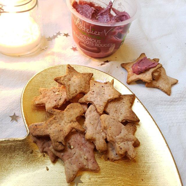 Biscuits salés de Noël au houmous