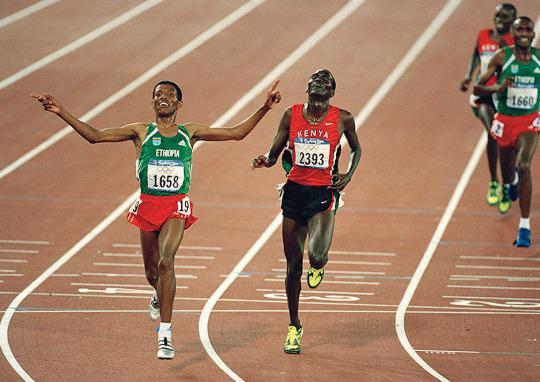 Haile Gebrselassie au sprint avec le kenyan Paul Tergat.