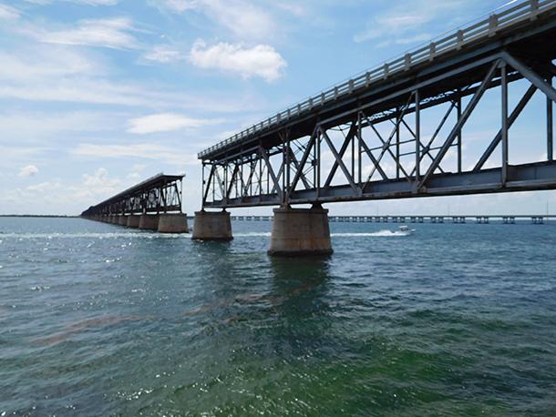Vieux pont à Bahia Honda dans les îles Keys de Floride