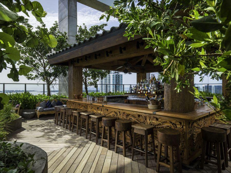 Restaurant Sugar sur le toit d'un gratte-ciel dans le quartier de Brickell à Miami