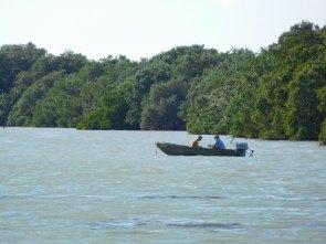 Bateau dans la Florida Bay à Flamingo -Everglades national Park)