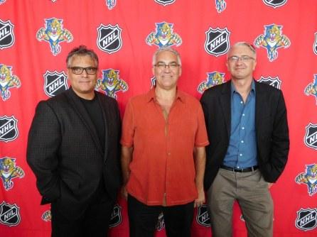 Martin Clavet Bédard (Richard's Motel), Marcel Racicot (président CCQF) et Gwendal Gauthier (Courrier de Floride) avant le match entre les Florida Panthers et le CH de Montréal