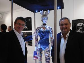 Le sculpteur Français François Duerinckx (à gauche) avec Franck Bondrille, à la Macaya Gallery de Miami