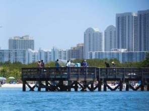 Skyline de Sunny Isles, derrière la Plage d'Oleta River State Park / Miami Beach