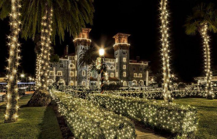 Le Musée Lightner est spectaculairement décoré chaque hiver pour les nuits de lumières.