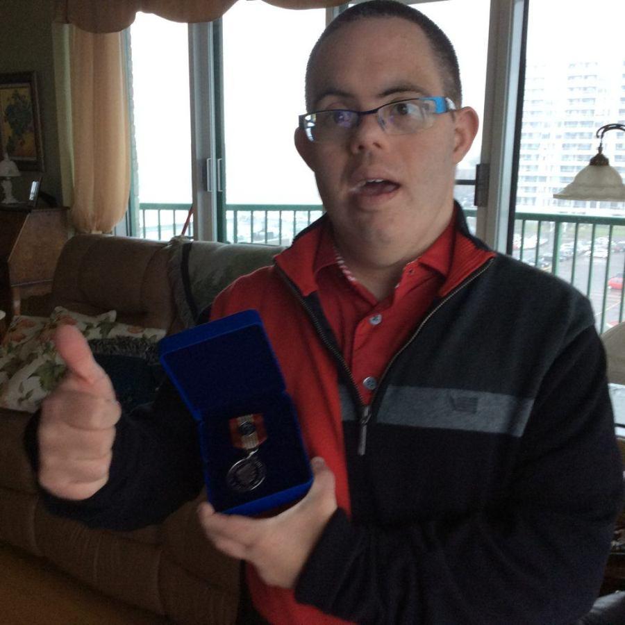 Richard Marchand reçoit la médaille du Gouverneur du Canada