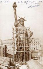 La statue de la liberté dans son atelier à Paris