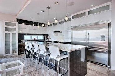 Cuisines et salles de bains : Armoires Orléans, désormais en Floride.