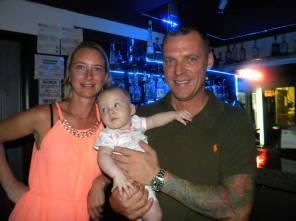 Silvia et Laurent Demoss avec bébé Amy Table ronde tourisme et Networking
