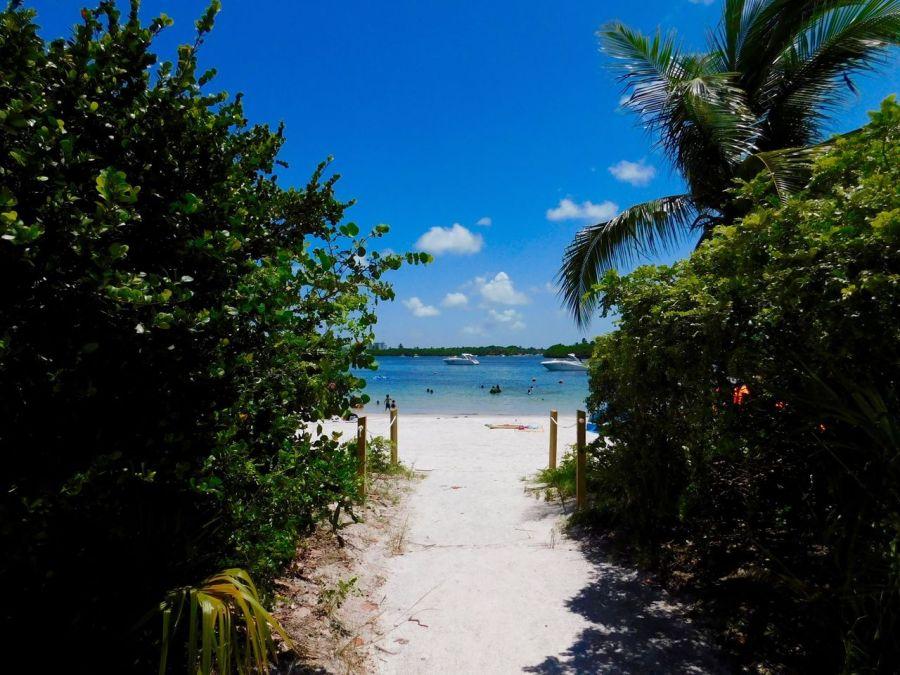 Plage de Oleta River State Park (North Miami Beach en Floride)