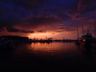 Coucher de soleil sur le port de Key West, dans les îles Keys de Floride.