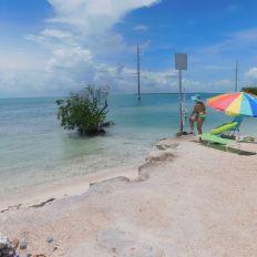 Plage à Indian Key, dans les Keys de Floride (et il s'agit d'une aire d'autoroute !!)