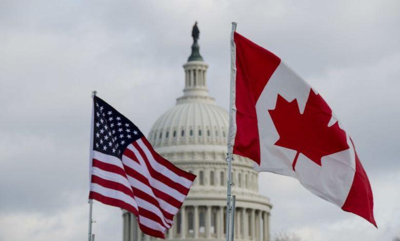 Drapeaux américain et canadien