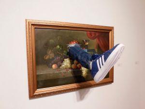 Kicked Painting par Mark Jenkins (Fabien Castaner Gallery) à l'Art Miami : exposition d'art contemporain à Miami